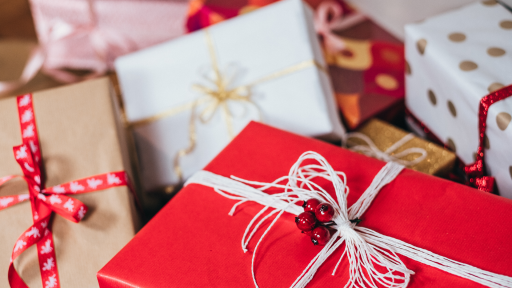 How to Become an Amazing Gift Maker + Festive Gifting Guide