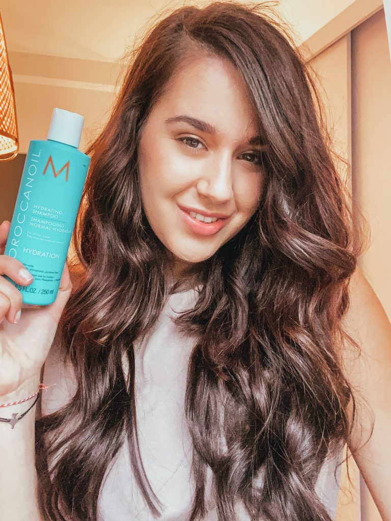 How to get bouncy & voluminous hair this Autumn | Notino UK